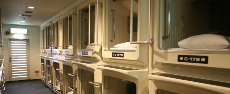 capsule hotel Tokyo stad