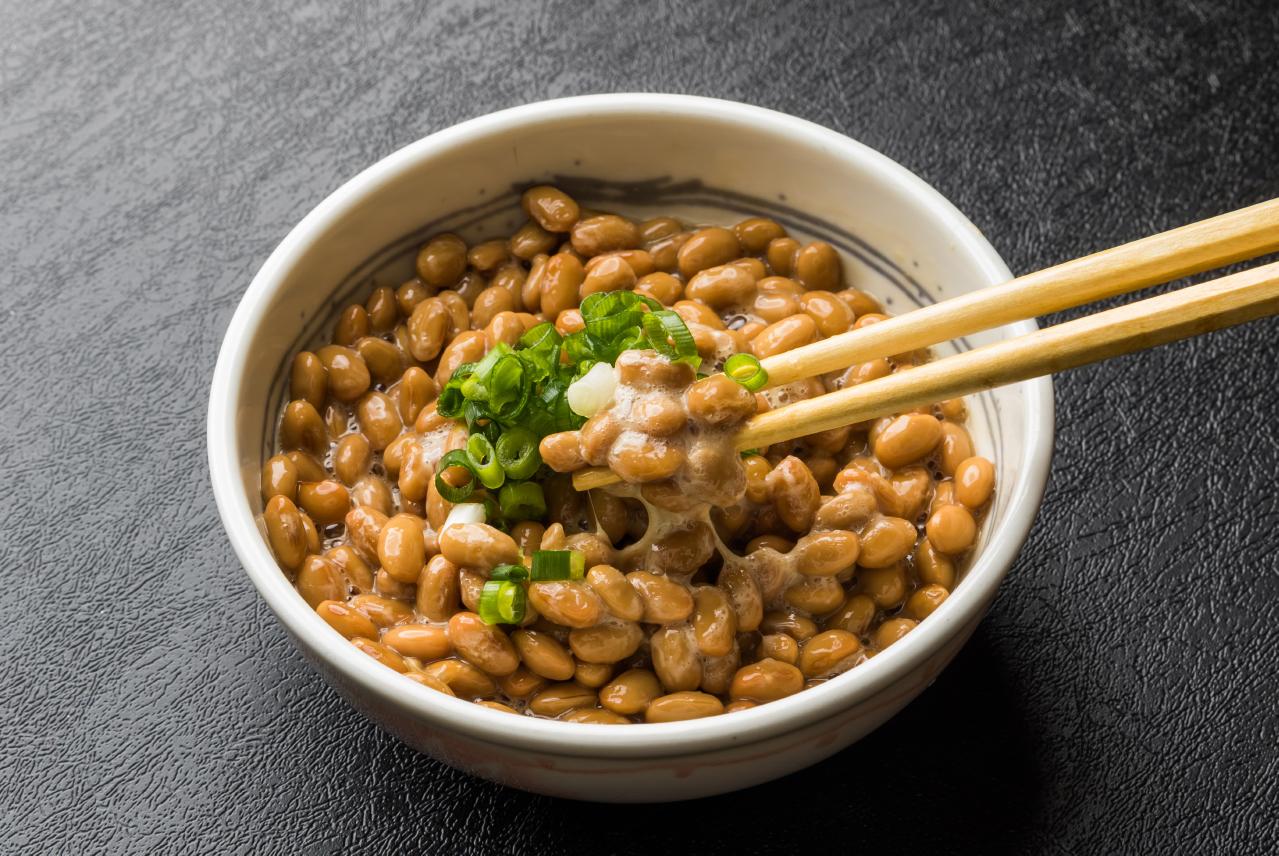 Natto gefermenteerde sojabonen
