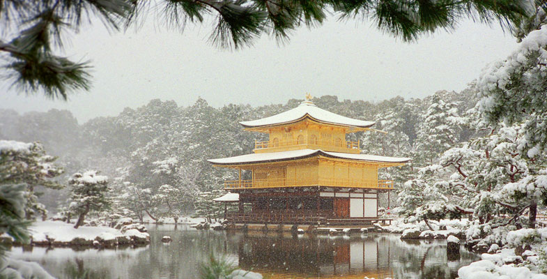 Kinkaku-ji tempel in de winter