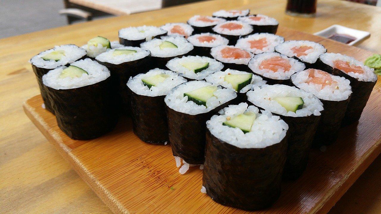 Sake maki sushi