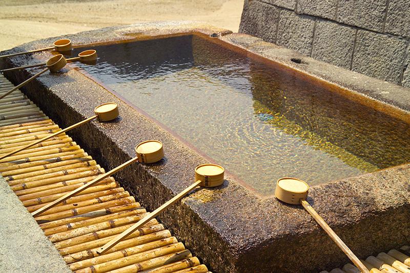 Reiniging bad bij shinto shrine