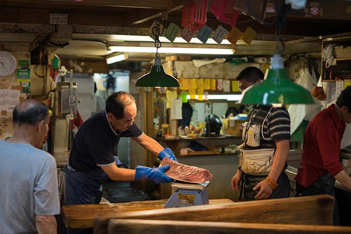 Tsukiji tonijnmarkt streetfood