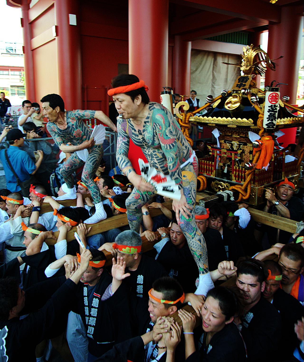 Yakuza clan tijdens Sanja Matsuri festival