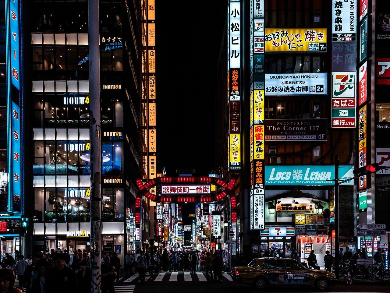 Tokyo Shinjuku in de nacht