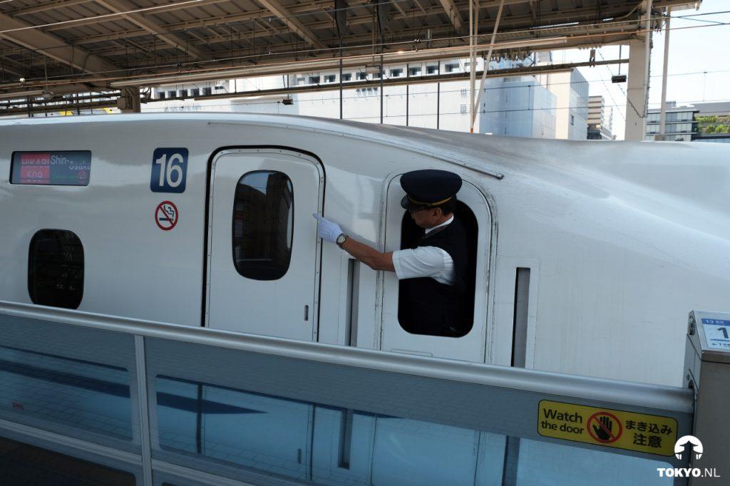 Shinkansen machinist op Kyoto Station