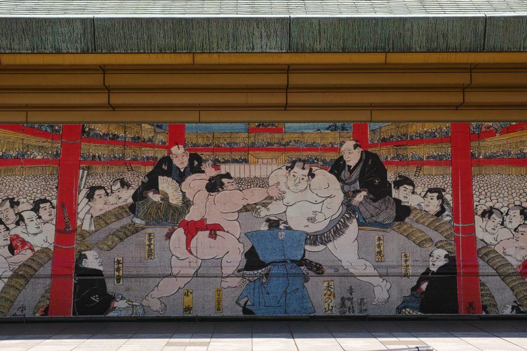 Een muurschildering in Ryogoku