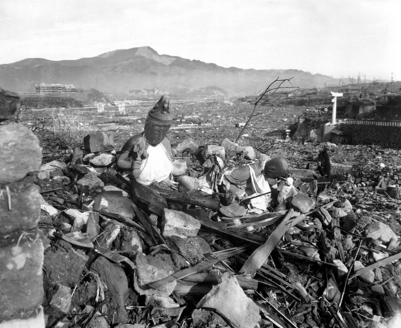de aftermath van de atoomaanvallen