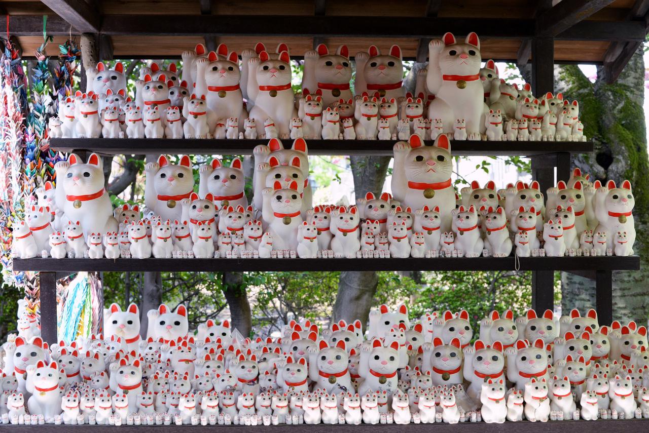 Wil je originele Gotoku-ji kattenbeeldjes kopen? Dan zit je hier goed! Flickr, Senna Chanel