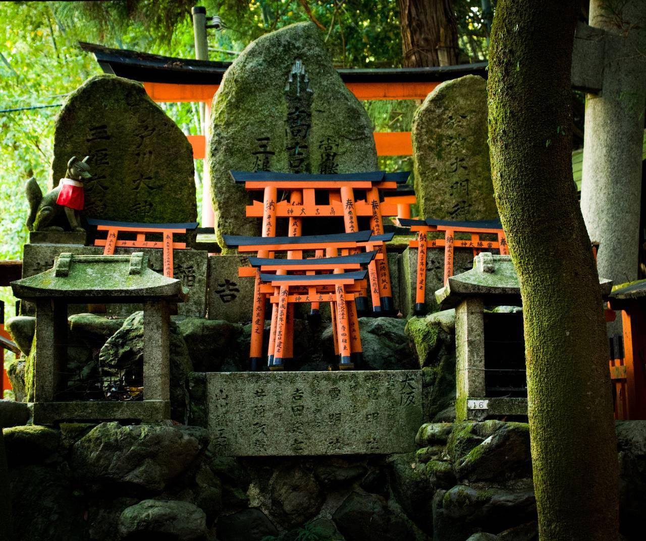 een miniatuur torii doneren