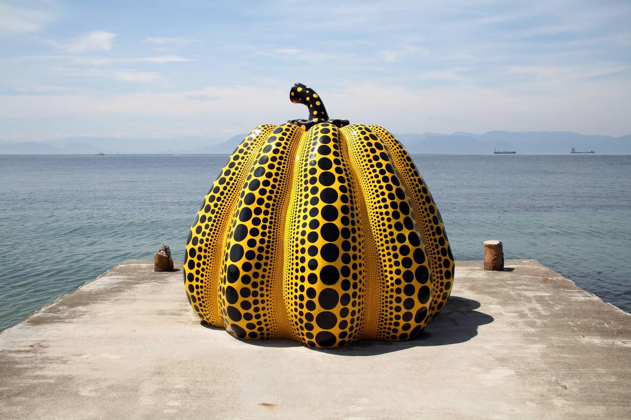 """kunstwerk op Naoshima, de Naoshima """"Pumpkin"""""""