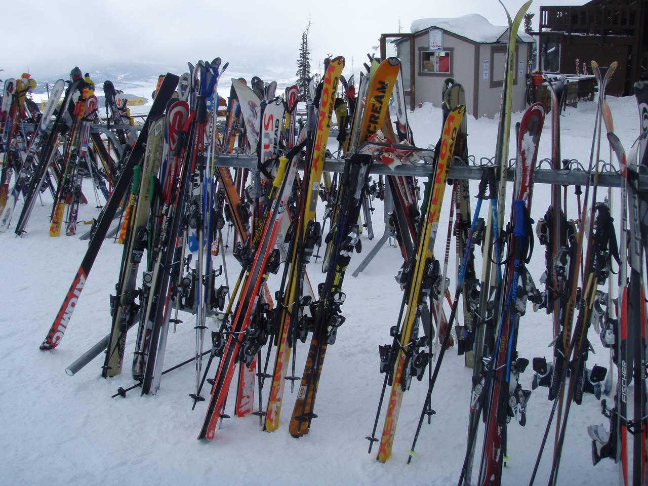 ski's en skihelm huren in Japan