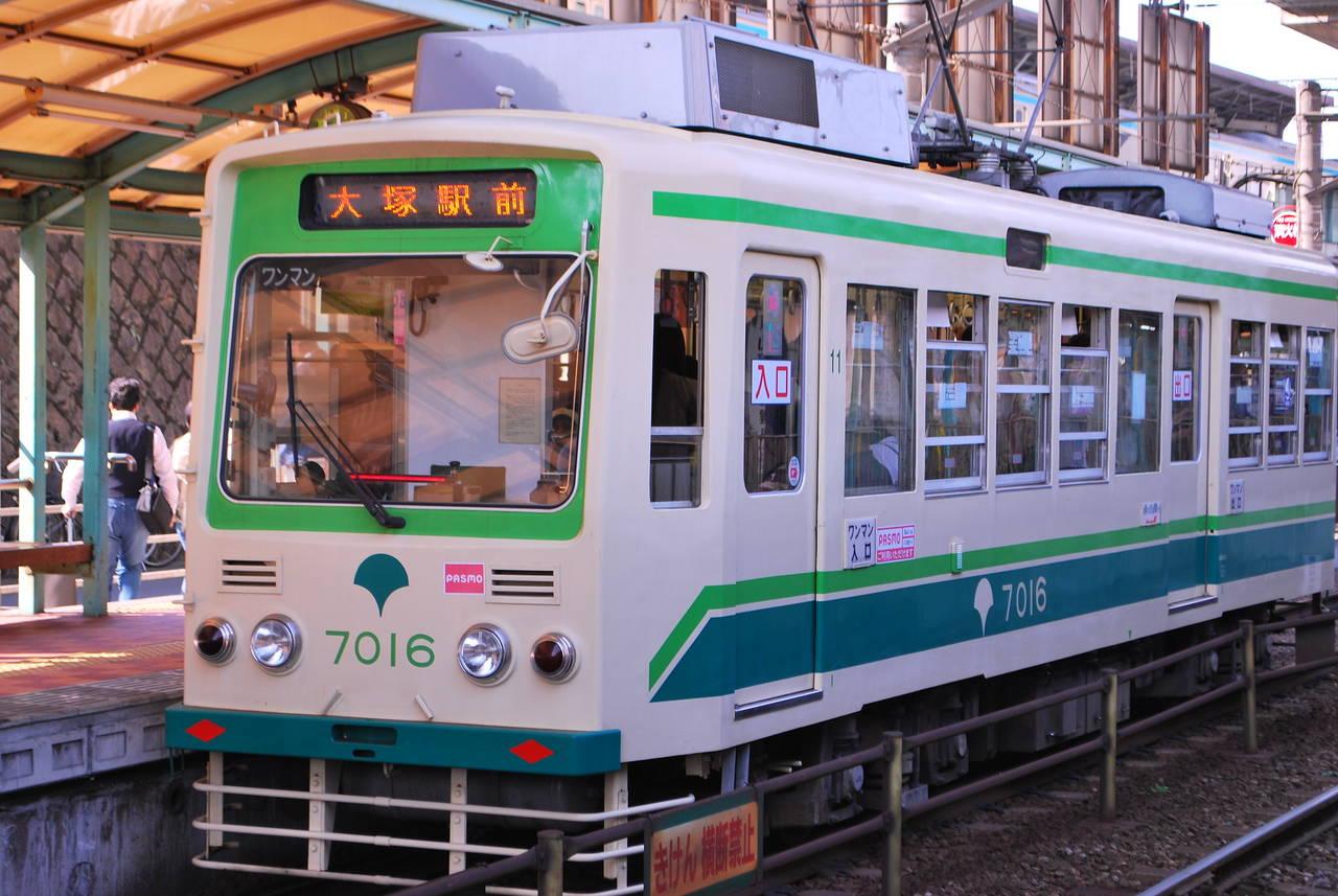 De tram van de Toden Arakawa Lijn (Sakura Tram)
