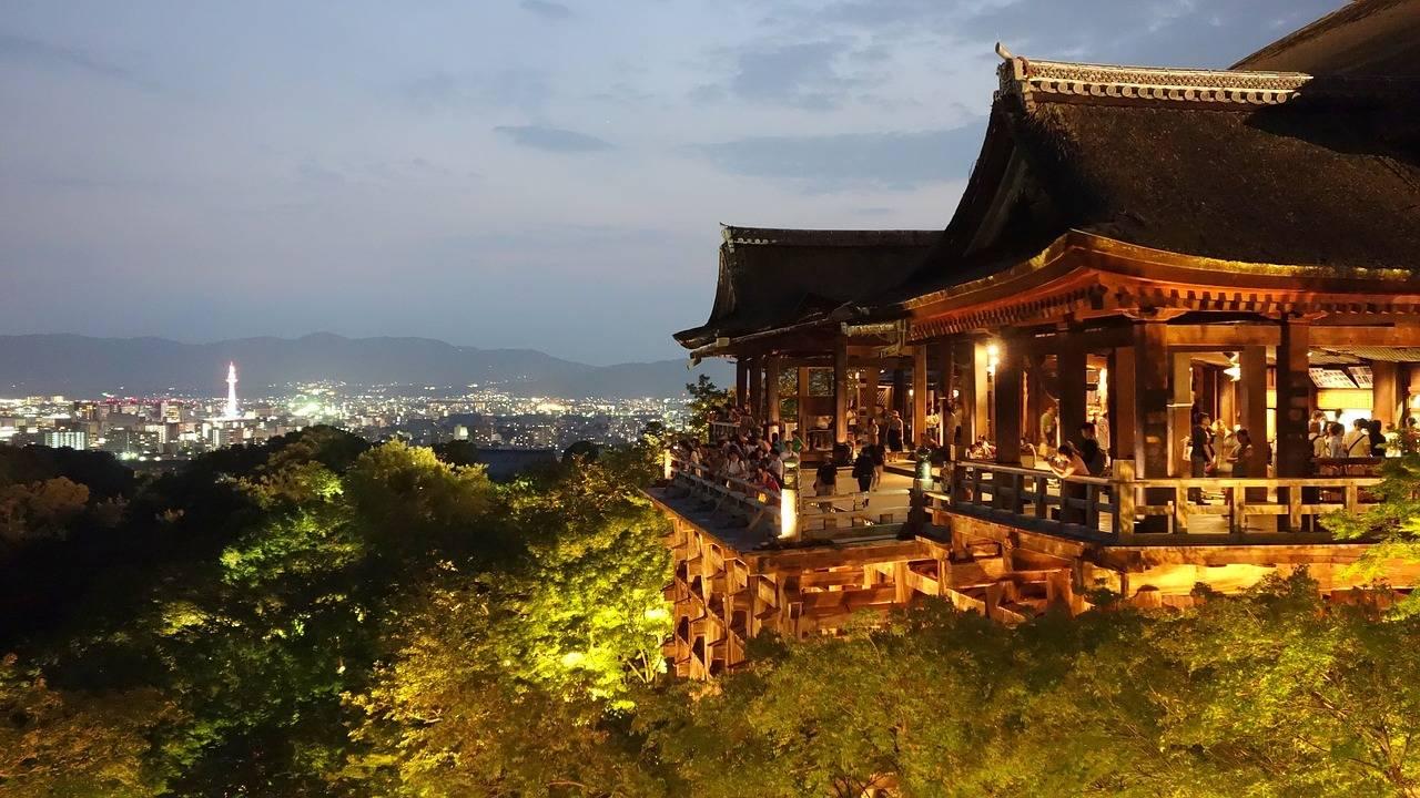 utizicht over Kyoto vanaf de Kiyomizu tempel
