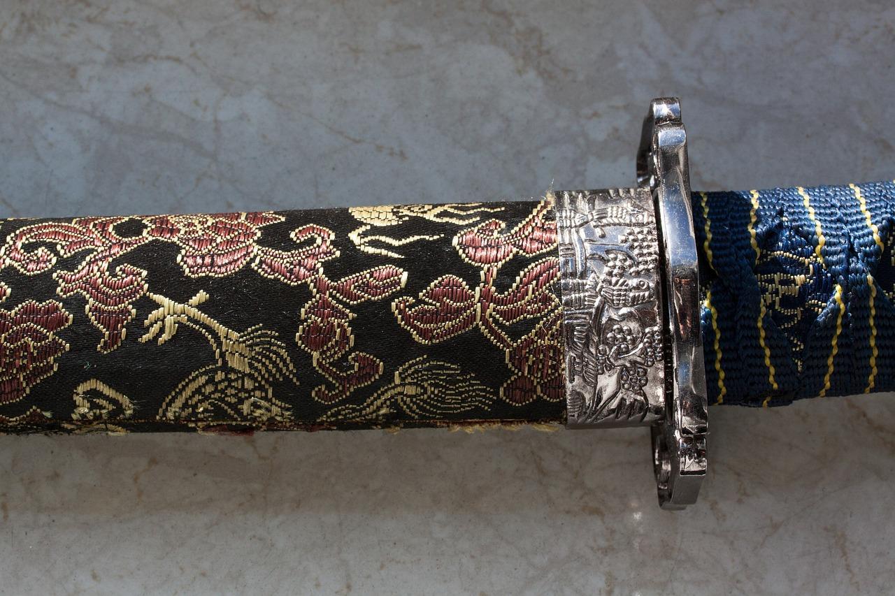 Een versierde katana