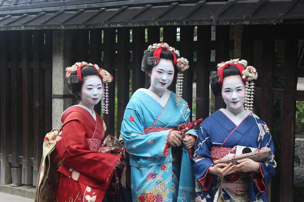 Geisha in traditionele kleding