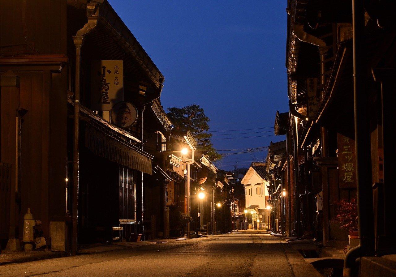 Straatbeeld van Takayama in de nacht