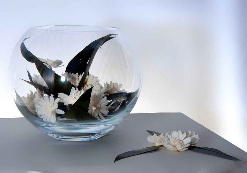 Ikebana minimalistisch in vaas