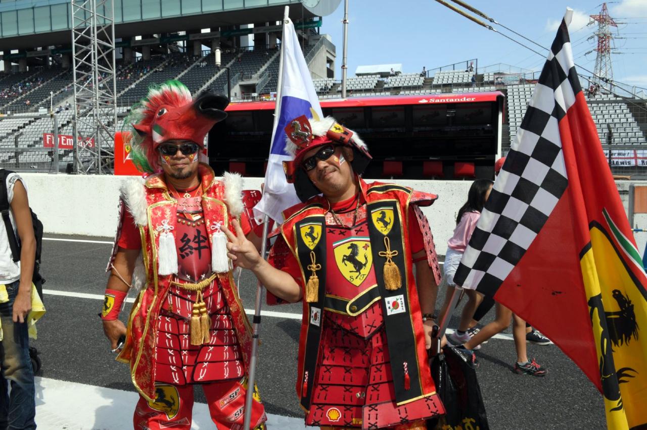 Formule 1 fans in samoerai outfit