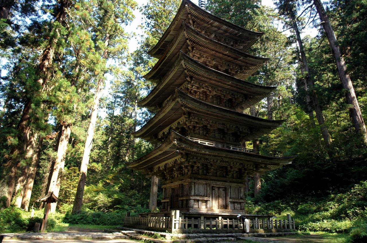 Gojū-tō pagode in Dewa Sanzan